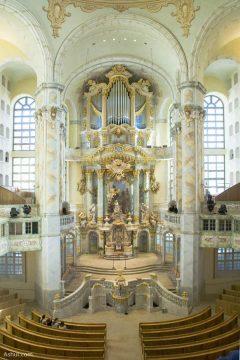 Nhà thờ lộng lẫy bên bờ sông Elbe