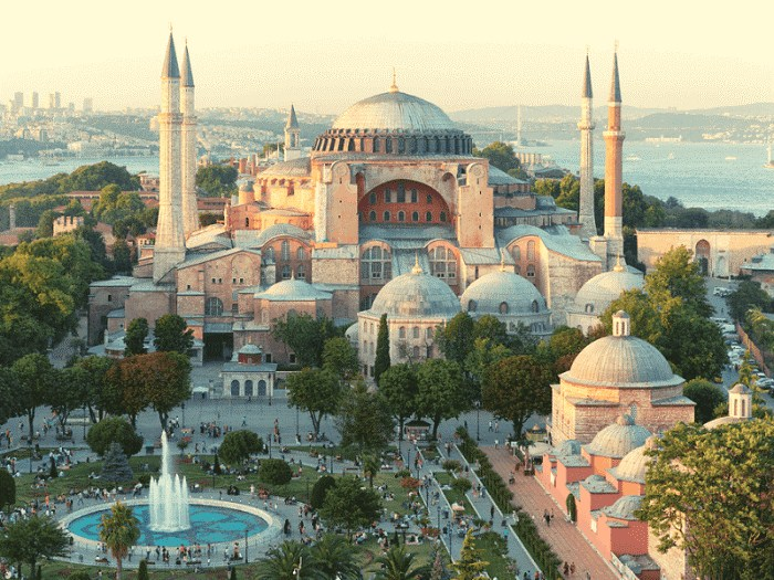 Nhà thờ cũng là bảo tàng nổi tiếng nằm ở trung tâm Istanbul