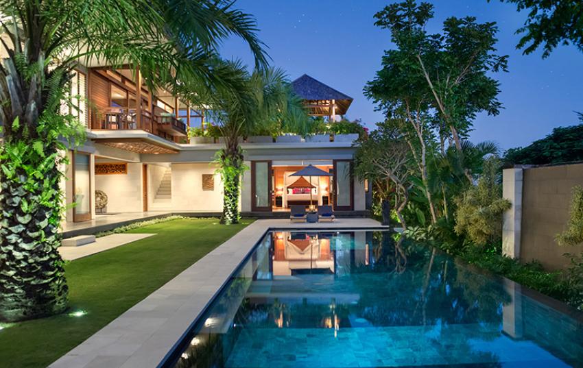 Sân vườn biệt thự có bể bơi